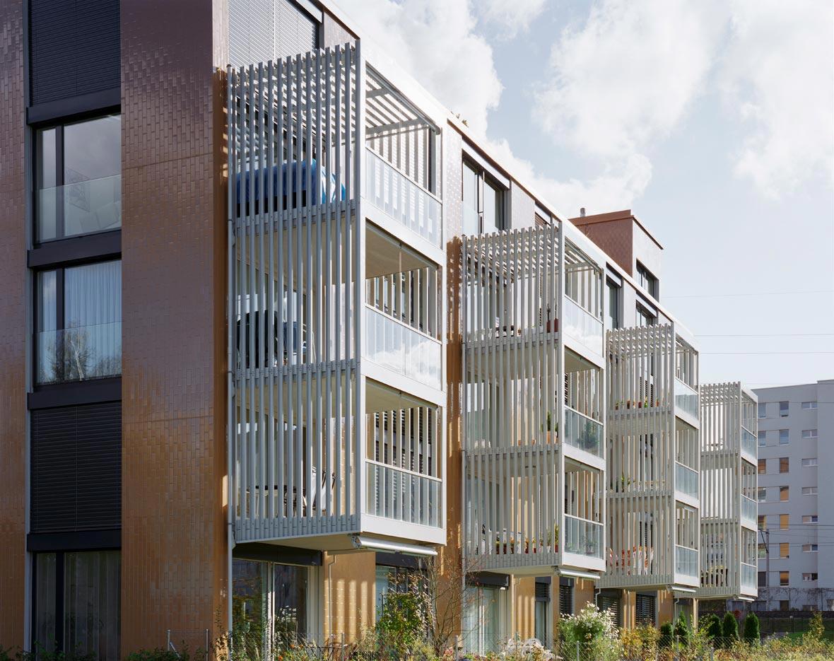 Schner wohnen balkone modernes innenarchitektur f r for Quadrat innenarchitektur