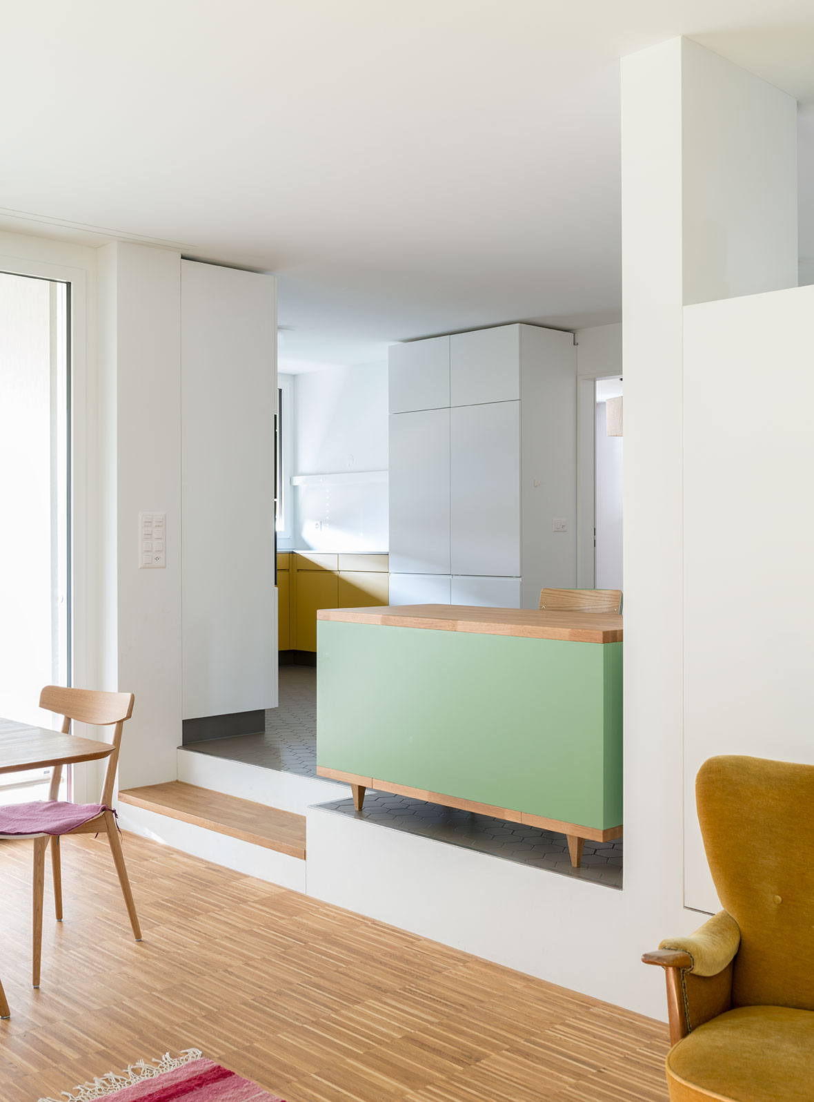 Wohnung-Essbereich mit Blick in die Küche