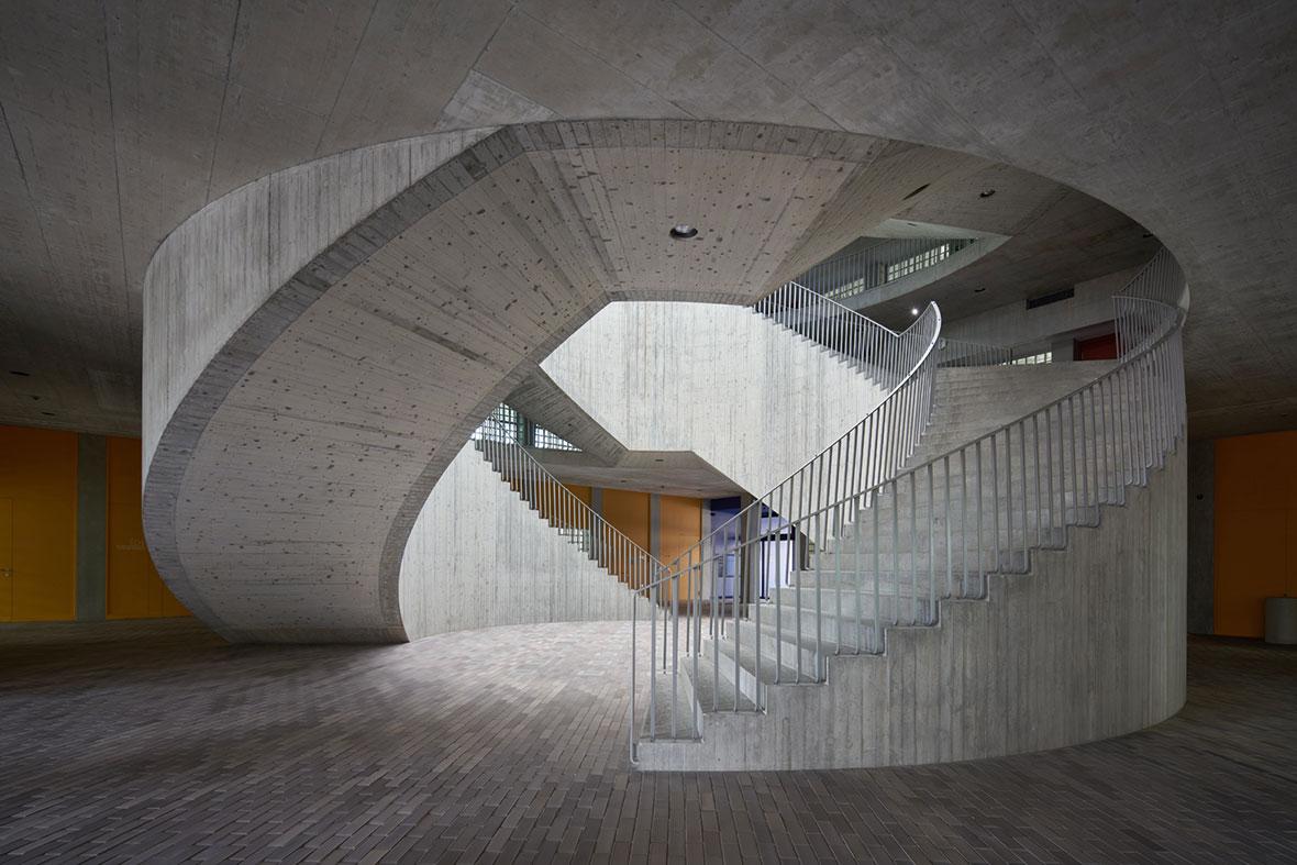Lichthof mit Treppenanlage