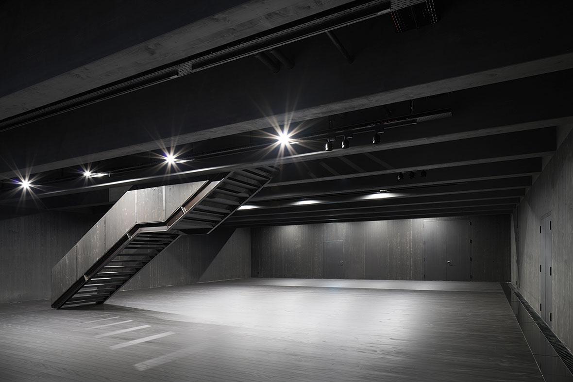 Ausstellungshalle EG mit mobiler Treppe