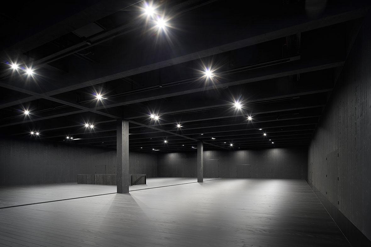 Ausstellungshalle OG mit Beleuchtung